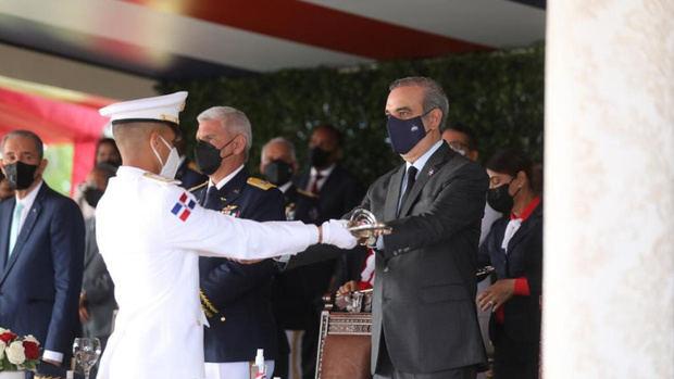 Abinader encabeza XIX graduación de cadetes de la Academia Aérea.