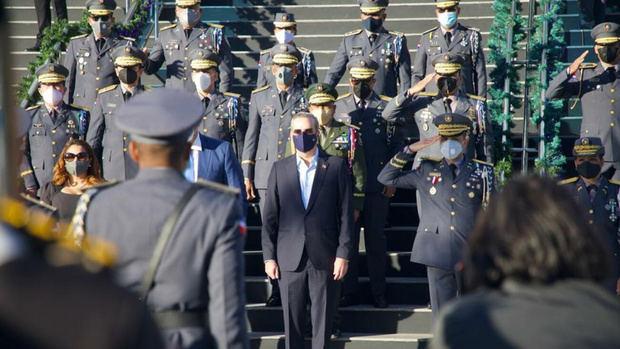 Abinader pasa revista a trabajos de la Policía Nacional