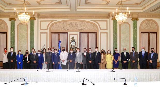 Nueva directiva del Conep visita al presidente Abinader.
