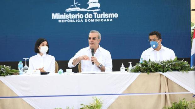 """Presidente Abinader: """"Se han recuperado más de 100 mil empleos en sector turismo"""""""