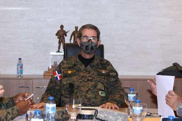 El Teniente General Carlos Luciano Díaz Morfa, ERD., ordenó ampliar el apoyo a la jornada nacional de vacunación,