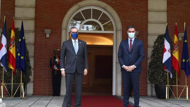 Abinader se reúne con el jefe de Gobierno español, Pedro Sánchez.