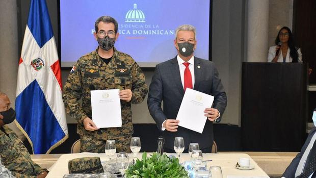 Ministerio de la Presidencia y Ministerio de Defensa firman acuerdo para incluir militares en el Plan Nacional de Viviendas Familia Feliz