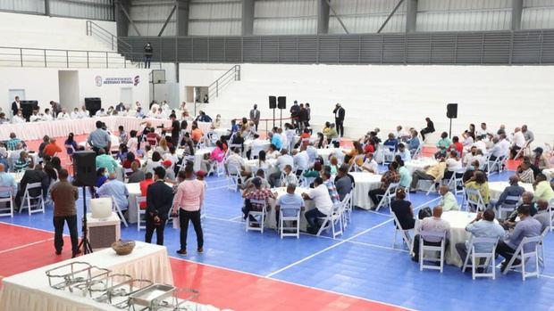 Presidente Abinader se reúne con 155 juntas de vecinos de Salcedo.