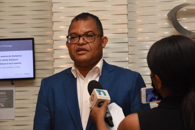 Evalúan desempeño del gobierno de Luis Abinader y el PRM