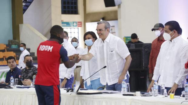 Presidente Luis Abinader anuncia reparación masiva de 1,000 viviendas en Monte Plata