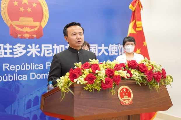 Embajador Zhang Run se dirige a los invitados.