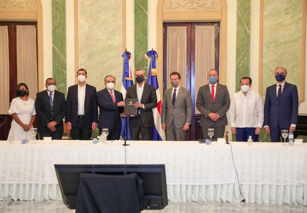 Presidente Abinader promulga ley que otorga incentivos fiscales para impulsar la competitividad e innovación industrial