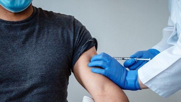 Gobierno contempla vacunar de covid a mayores de 18 a partir del 10 de mayo