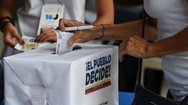 Oposición venezolana busca triunfo en elecciones regionales, denuncia obstáculos