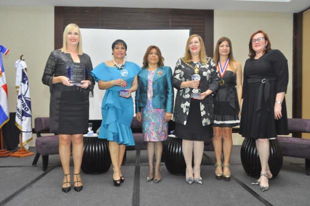 Paz Martín Lozano, Luz Celeste Silie, Fior Rodríguez, Amany Asfour, Luisa Feliz y Janet Cam.