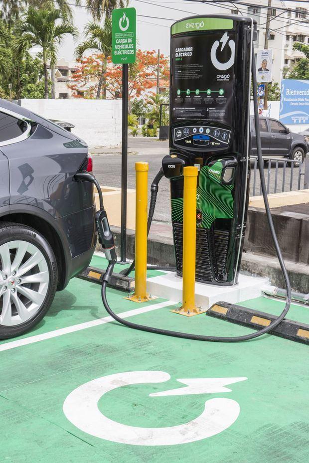 Estaciones de carga de vehículos eléctricos.