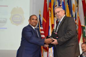 DNCD Y DEA clausuran Cumbre Internacional de Drogas
