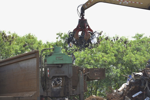Aduanas destruye 120 chasis y piezas de motocicletas