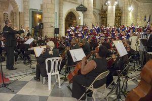 El Coro y la Orquesta de la Catedral durante el tradicional Concierto de La Natividad del Señor, en la Catedral Primada de América, que contó con el respaldo de Banreservas.