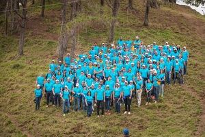 Un total de 150 empleados de la empresa Servicios Digitales Popular, filial de Grupo Popular, sembraron 6,862 árboles de pino caribea y occidentalis en 98 tareas ubicadas en Los Montontes, municipio de San José de las matas, provincia Santiago.