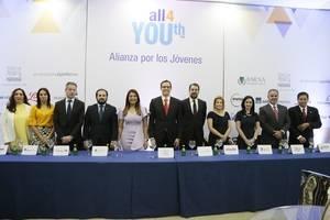 Ejecutivos de las 11 empresas que se unen a la Alianza por los Jóvenes.