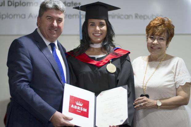 ABRSM entrega certificados y diplomados internacionales junto a la embajada británica