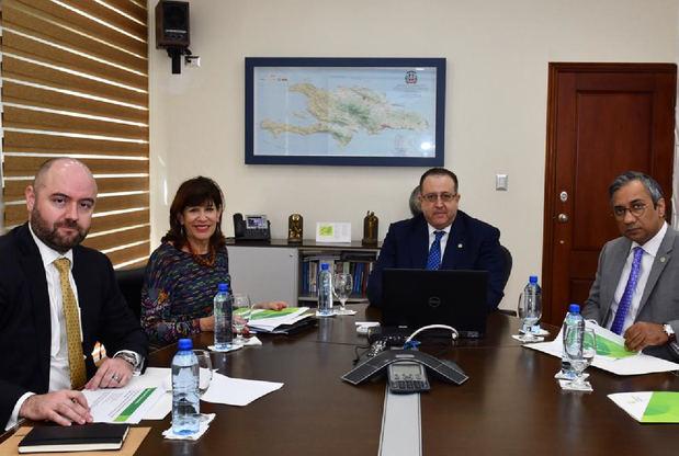 Embajadora EE.UU se informa en DGII sobre resultados de ataque a evasión