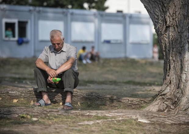 Vivir solo y con poco contacto social aumenta en un 50 % el riesgo de morir.