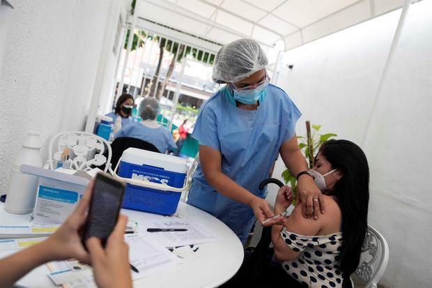 Venezuela a contrarreloj por la vacunación contra covid-19 bajo