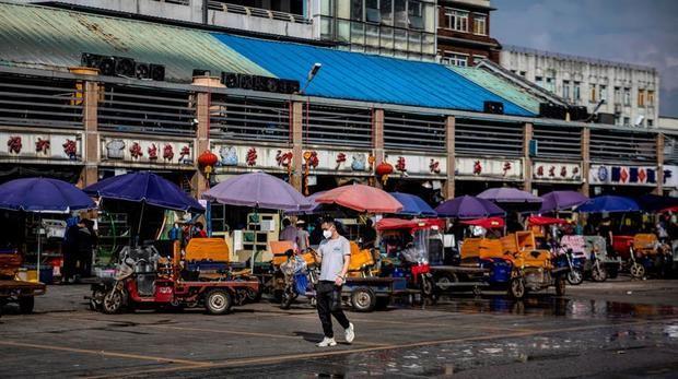 Siguen cayendo los nuevos casos y las muertes en China por la COVID-19