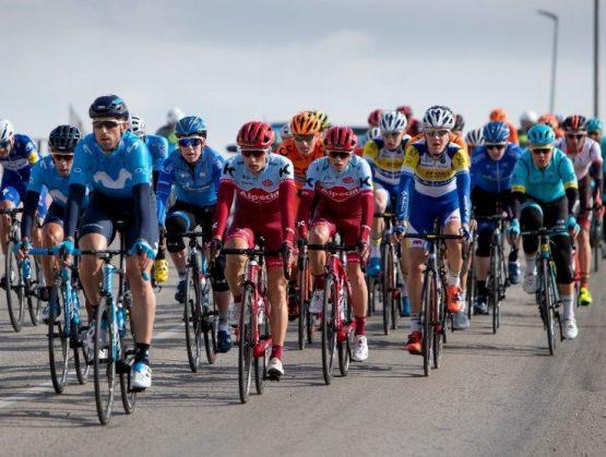 Estudio recomienda a ciclistas, no andar en conjunto para evitar contraer Covid-19.