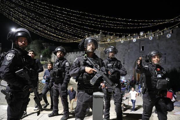 Los choques entre palestinos e israelíes llegan a la Explanada de las Mezquitas.