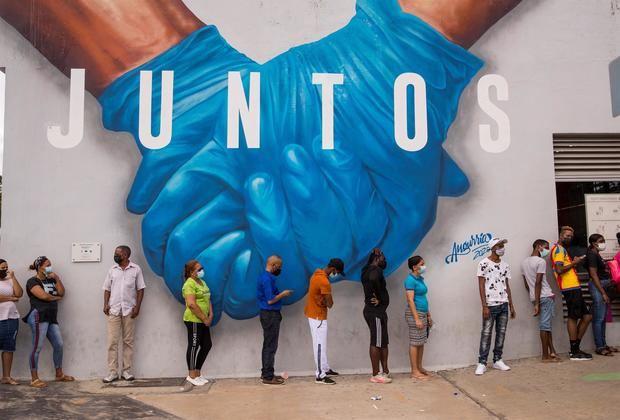 Autoridades aclaran que españoles podrán entrar con vacuna o prueba