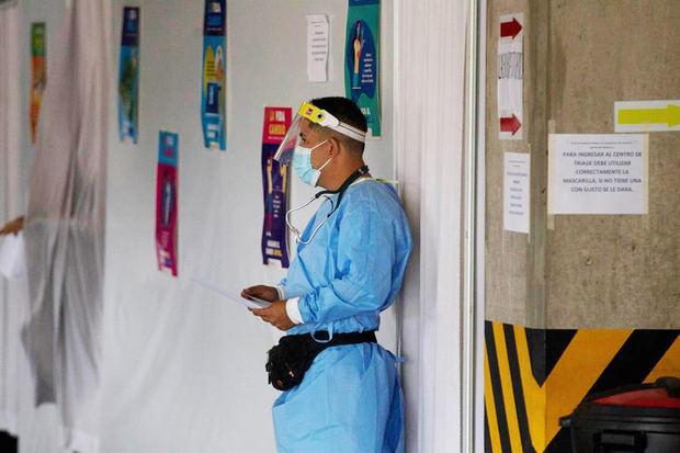 Además, el Sinager registró 21 nuevos fallecimientos por covid-19, con los que ya suman 3.742 desde que la pandemia se comenzó a expandir en Honduras, en marzo de 2020.