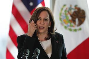 La vicepresidenta de Estados Unidos, Kamala Harris, durante una conferencia de prensa, este martes en la Ciudad de México.