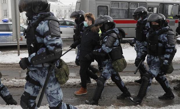 Seguidores de Navalni mantienen el pulso a Putin en una nueva oleada de protestas