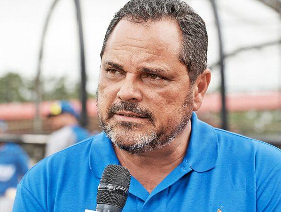 El ex pelotero y actual Gerente general de los Tigres del Licey, Junior Noboa, es designado como el comisionado de béisbol de la República Dominicana.