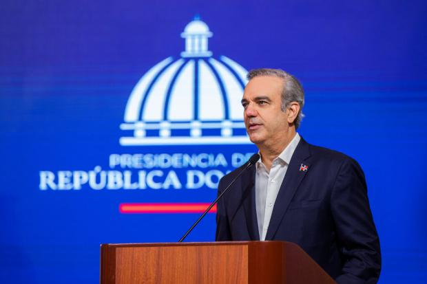 Abinader exhorta a convertir el país en líder de competitividad