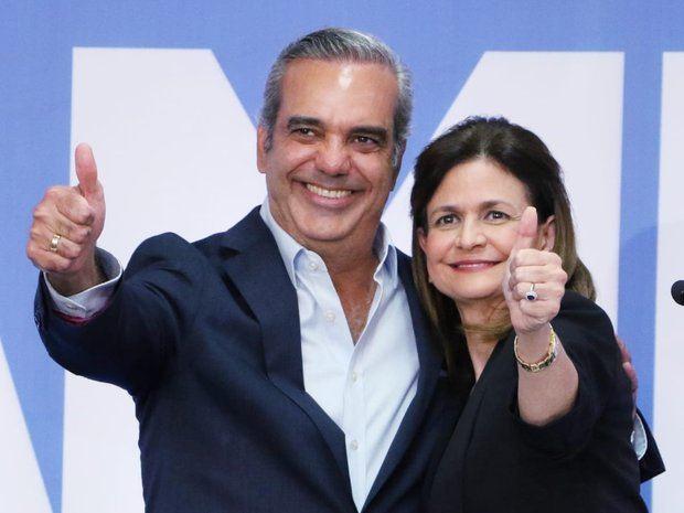 Candidato Luis Abinader junto a vicepresidenta del Partido Revolucionario Moderno, PRM, Raquel Peña.