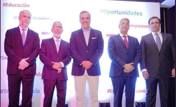 Abinader integra a su equipo a tres conocidos economistas