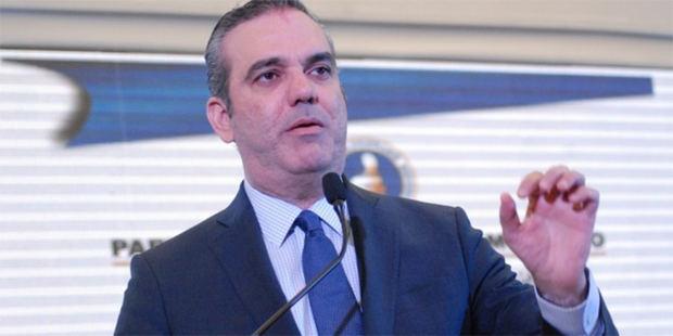 Candidato a la presidencia por el Partido Revolucionario Moderno, PRM, Luis Abinader toma medidas para enfrentar la violencia contra la mujer.
