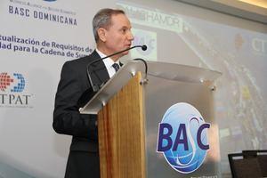 El jefe de oficina de acuerdos comerciales y comunicaciones, con sede en Washington, Carlos Ochoa.