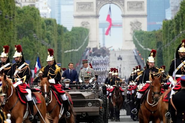 Francia celebra su Fiesta Nacional preparándose para las nuevas restricciones
