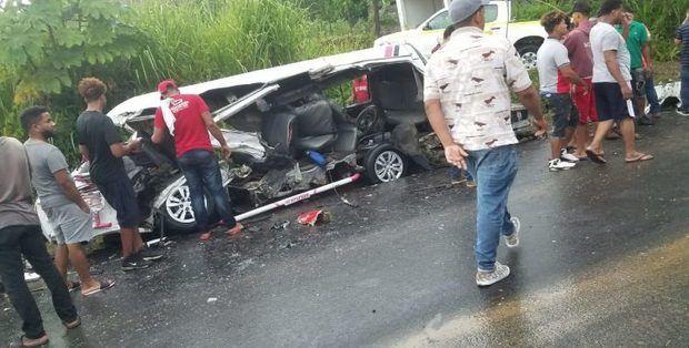 Al menos dos muertos y 16 heridos en choque de patana y minibús en noroeste
