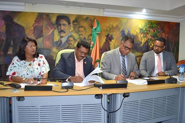 Alcaldía Los Alcarizos y EDESUR firman acuerdo de colaboración