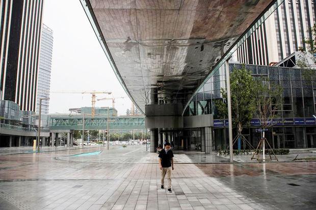 Los nuevos contagios se reducen a más de la mitad en China.