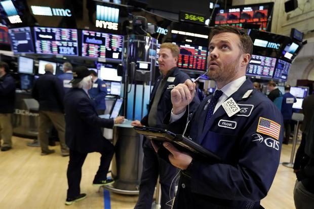 Wall Street cierra con pérdidas, pendiente del dato de inflación