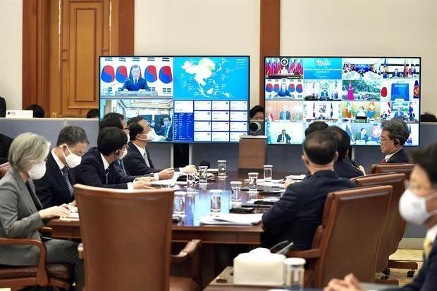 Mandatarios del Sudeste Asiático mantienen cumbre telemática por COVID-19