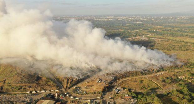 Incendio de Duquesa crea estrés en la población en plena crisis por COVID-19