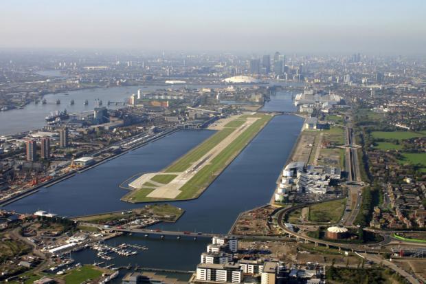 Hallazgo de bomba de la II Guerra Mundial cierra el aeropuerto de Londres