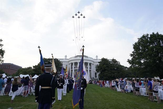 Aviones militares fueron registrados este sábado sobre la Casa Blanca, durante los actos de celebración del Día de la Independencia de Estados Unidos, en Washington DC (EE.UU.).