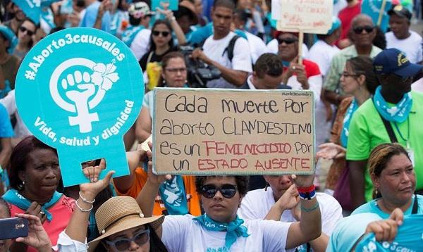 Miles de dominicanos se manifiestan para despenalizar aborto en tres causales
