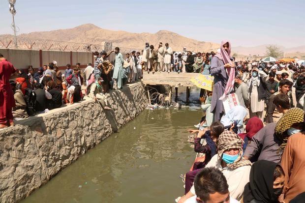 Casi 100 países prometen garantizar la salida de afganos cuando EE.UU. se vaya