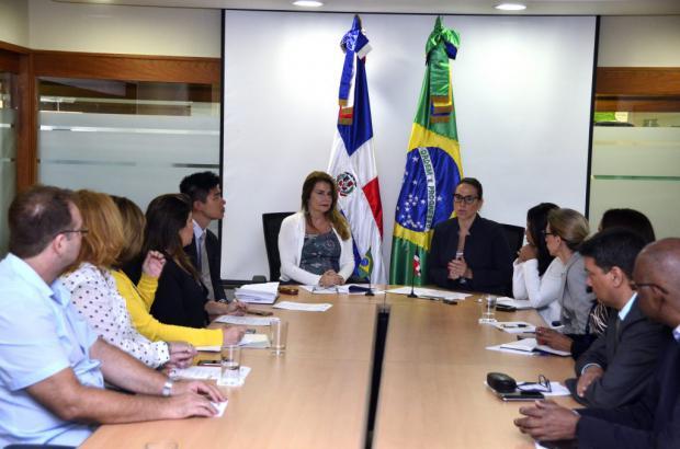 Brasil y RD evalúan banco de leche materna y otros proyectos